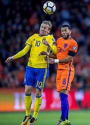 10-10-2017 NED: WK kwalificatie Nederland - Zweden, Amsterdam<br /> Oranje heeft Zweden met 2-0 verslagen. Het moest met zeven doelpunten verschil halen om nog kans te maken op plaatsing voor het WK. / Emil Forsberg #10 of Sweden, Tony Vilhena #8 of Netherlands