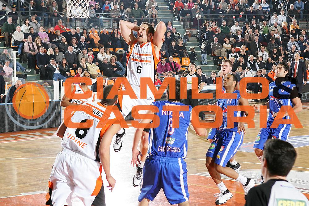 DESCRIZIONE : Udine Lega A1 2007-08 Snaidero Udine Pierrel Capo Orlando <br /> GIOCATORE : Sven Schultze <br /> SQUADRA : Snaidero Udine <br /> EVENTO : Campionato Lega A1 2007-2008 <br /> GARA : Snaidero Udine Pierrel Capo Orlando <br /> DATA : 24/02/2008 <br /> CATEGORIA : Schiacciata <br /> SPORT : Pallacanestro <br /> AUTORE : Agenzia Ciamillo-Castoria/S.Silvestri