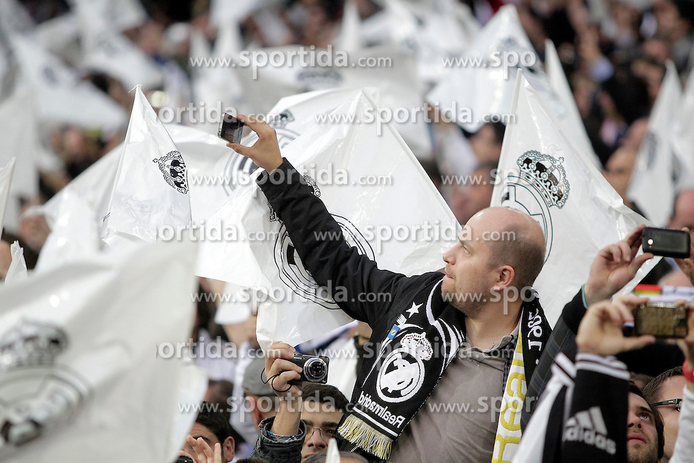 25.04.2012, Estadio Santiago Bernabeu, Madrid, ESP, UEFA CL, Halblfinal-Rueckspiel, Real Madrid (ESP) vs FC Bayern Muenchen (GER), im Bild Real Madrid's fans // during the UEFA Championsleague, 2nd Leg Halffinal Match between Real Madrid (ESP) vs FC Bayern Muenchen (GER) at the Estadio Santiago Bernabeu, Madrid, Span on 2012/04/25. EXPA Pictures © 2012, PhotoCredit: EXPA/ Alterphotos/ Alvaro Hernandez..***** ATTENTION - OUT OF ESP and SUI *****