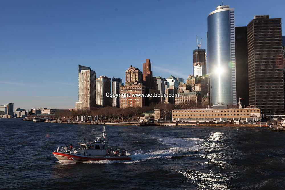 New york Downtown Manhattan skyline  view from the sea   /  dowtown Manhattan vue depuis la mer /  dowtown Manhattan vue depuis la mer