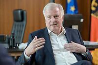 01 JUL 2019, BERLIN/GERMANY:<br /> Horst Seehofer, CSU, Bundesinnenminister, waehrend einem Interview, in seinem Buero, Bundesministerium des Inneren<br /> IMAGE: 20190701-01-034<br /> KEYWORDS: Büro
