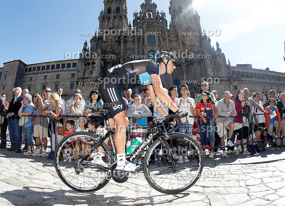 31.08.2012, 13. Etappe, Santiago de Compostella nach Ferrol, ESP, La Vuelta, im Bild Richie Porte passes by the front of the Obradoiro of the Cathedral of Santiago de Compostela // before the La Vuelta, Stage 13 Santiago de Compostella to Ferrol, Spain on 2012/08/31. EXPA Pictures © 2012, PhotoCredit: EXPA/ Alterphotos/ Acero..***** ATTENTION - OUT OF ESP and SUI *****