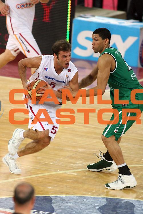 DESCRIZIONE : Roma Lega A1 2005-06 Play Off Quarti Finale Gara 2 Lottomatica Virtus Roma Montepaschi Siena<br /> GIOCATORE : Giachetti<br /> SQUADRA : Lottomatica Virtus Roma<br /> EVENTO : Campionato Lega A1 2005-2006 Play Off Quarti Finale Gara 2 <br /> GARA : Lottomatica Virtus Roma Montepaschi Siena <br /> DATA : 20/05/2006 <br /> CATEGORIA : entrata<br /> SPORT : Pallacanestro <br /> AUTORE : Agenzia Ciamillo-Castoria/E.Castoria