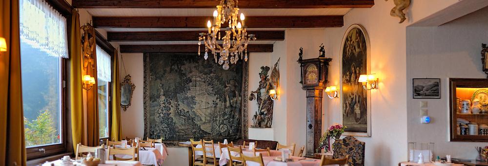 Speisesaal vom Cafe Malerwinkel in Schönau im Berchtesgadener Land mit Königssee und Watzmann.