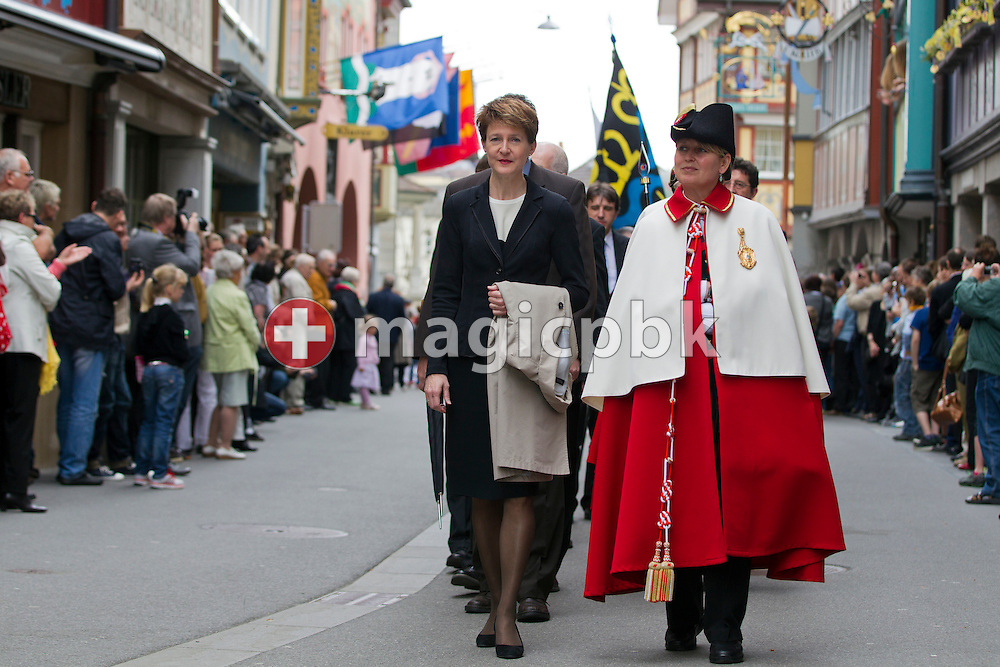 Swiss Federal Councillor Simonetta Sommaruga (L), head of the Federal Department of Justice and Police, is pictured during the parade prior to the Landsgemeinde (cantonal assembly) in Appenzell in the demicanton of Appenzell Innerrhoden, Switzerland, on the Landsgemeinde square (cantonal assembly square) in Appenzell, Switzerland, Sunday, April 29, 2012. All the citizens who are entitled to vote foregather at the Landsgemeinde every year on the last Sunday in April on the square to decide on laws and tasks that are to be undertaken, as well as to elect the canton's administration. (Photo by Patrick B. Kraemer / MAGICPBK).Bundesraetin Simonetta Sommaruga beim Einmarsch zur  Landsgemeinde von Appenzell Innerrhoden, am Sonntag, 29. April 2012 auf dem Landsgemeindeplatz in Appenzell. Die Landsgemeinde von Appenzell Innerrhoden findet immer am letzten Sonntag im April statt. Die Einwohner des Kantons fassen Beschluesse und waehlen die obersten Behoerden. (Photo by Patrick B. Kraemer / MAGICPBK)