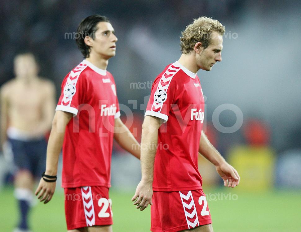 Fussball International Champions League 2005/2006 FC Thun 2-4 Ajax Amsterdam Enttaeuschung FC T, Nelson Ferreira (li) und Mauro Lustrinelli