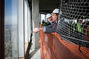 New York, New York, USA, 20120430: Executive Director for Port Authority, Patrick Foye og Senator Bill Baroni , visedirektør for Havnevesenet i New York og New Jersey ( Port Authority). 1 World Trade Center passerer høyden til Empire State Building, og blir den høyeste bygningen på den nordlige halvkulen. Foto: Ørjan F. Ellingvåg