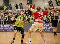 Mathias Møller (Nordsjælland) forsøger at komme forbi Henrik Møllgaard (Aalborg Håndbold) under kampen i Herrehåndbold Ligaen mellem Nordsjælland Håndbold og Aalborg Håndbold den 27. november 2019 i Helsinge Hallen (Foto: Claus Birch).