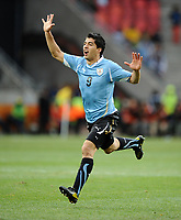 Fotball<br /> 26.06.2010<br /> Foto: Colorsport/Digitalsport<br /> NORWAY ONLY<br /> <br /> 2010 FIFA World Cup - 2nd Round - Uruguay vs. Korea Republic<br /> Luis Suarez of Uruguay in action at the Nelson Mandela Bay Stadium, Port Elizabeth