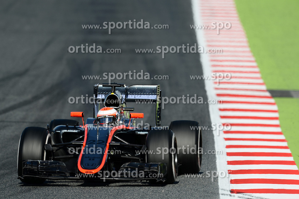 27.02.2015, Circuit de Catalunya, Barcelona, ESP, FIA, Formel 1, Testfahrten, Barcelona, Tag 2, im Bild Jenson Button (GBR) McLaren MP4-30 // during the Formula One Testdrives, day two at the Circuit de Catalunya in Barcelona, Spain on 2015/02/27. EXPA Pictures &copy; 2015, PhotoCredit: EXPA/ Sutton Images/ Patrik Lundin Images<br /> <br /> *****ATTENTION - for AUT, SLO, CRO, SRB, BIH, MAZ only*****