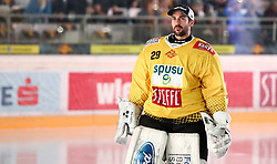 12.04.2019, Albert Schultz Halle, Wien, AUT, EBEL, Vienna Capitals vs EC Red Bull Salzburg, Halbfinale, 7. Spiel, im Bild Bernhard Starkbaum (Vienna Capitals) // during the Erste Bank Icehockey 7th semifinal match between Vienna Capitals and EC Red Bull Salzburg at the Albert Schultz Halle in Wien, Austria on 2019/04/12. EXPA Pictures © 2019, PhotoCredit: EXPA/ Alexander Forst