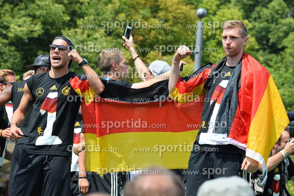 15.07.2014, Brandenburger Tor, Berlin, GER, FIFA WM, Empfang der Weltmeister in Deutschland, Finale, im Bild Lukas Podolski (GER) li. und Per Mertesacker (GER) re. // during Celebration of Team Germany for Champion of the FIFA Worldcup Brazil 2014 at the Brandenburger Tor in Berlin, Germany on 2014/07/15. EXPA Pictures © 2014, PhotoCredit: EXPA/ Eibner-Pressefoto/ Harzer  *****ATTENTION - OUT of GER*****