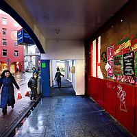 Nederland, Amsterdam , 3 januari 2012..De helft vd metrostations in Amsterdam zijn gesloten zoals hier die op de hoek Antoniebreestraat en Nieuwe Hoogstraat..Foto:Jean-Pierre Jans