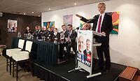 Nederland. Den Haag, 26 februari 2010.<br /> Speech Wilders , op het podium de Tweede Kamerfractie en leden Europees parlement. Partij voor de Vrijheid, PVV. Campagnebijeenkomst in een zaaltje Ockenburgh Active in het kader van de gemeenteraadsverkiezingen. Politieke partij, aanhang, Geert WildersPolitiek, lokale politiek<br /> Foto Martijn Beekman