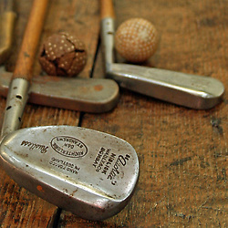 9: VINTAGE GOLF EQUIPMENT