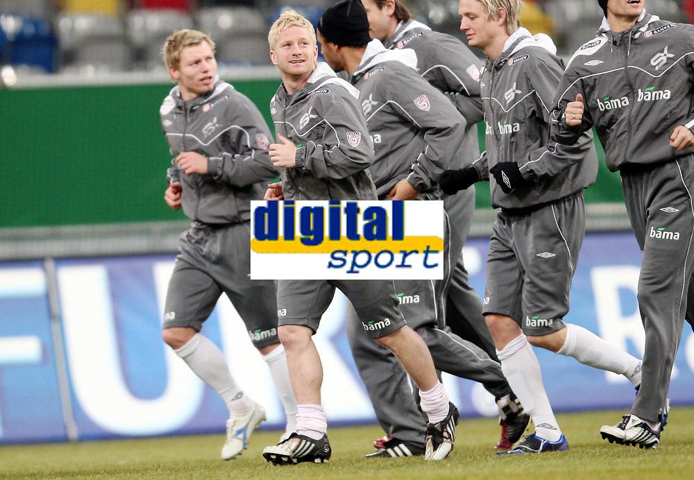 Fotball, 10. februar 2009 ,Trening foran privat-kampen mellom Norge og Tyskland<br /> Fredrik Strømstad med Bjørn Helge Riise i bakgrunn