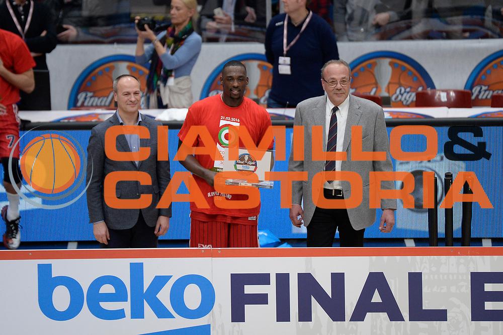 DESCRIZIONE : Milano BEKO Final Eigth  2015-16<br /> Olimpia EA7 Emporio Armani Milano Sidigas Scandone Avellino<br /> GIOCATORE : Sanders Rakim<br /> CATEGORIA : premiazione<br /> SQUADRA : Olimpia EA7 Emporio Armani Milano<br /> EVENTO : BEKO Final Eight 2015-2016<br /> GARA : Olimpia EA7 Emporio Armani Milano  Sidigas Scandone Avellino<br /> DATA : 21/02/2016<br /> SPORT : Pallacanestro<br /> AUTORE : Agenzia Ciamillo-Castoria/D.Matera<br /> Galleria : Lega Basket A 2015-2016<br /> Fotonotizia : Milano Final Eight  2015-16 Olimpia EA7 Emporio Armani Milano Sidigas Scandone Avellino<br /> Predefinita :