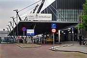 Nederland, Nijmegen, 25-6-2005..Ingang gebouw umc radboud, umcn, academisch, universitair ziekenhuis..Foto: Flip Franssen