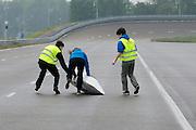 Tijdens de start valt de Velox om. HPT Delft, een team van studenten van de TU Delft en de VU Amsterdam, trainen op de baan van de RDW voor de recordpoging ligfietsen.<br /> <br /> During the start the Velox crashes. The HPT (Human Powered Team) is training at the test track in Lelystad for their attempt to break the world record Human Powered Vehicles.