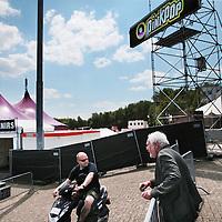 Nederland, Landgraaf, 10 juni 2015.<br /> Voorbereidngen Pinkpop zijn in volle gang.<br /> Organisator, directeur Jan Smeets geeft het personeel de laatste instructies.komen.<br /> <br /> <br /> <br /> Foto: Jean-Pierre Jans