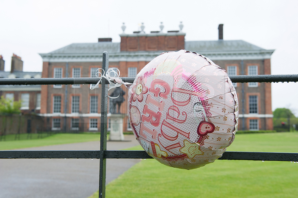 © London News Pictures. 03/04/15. London, UK. A 'Baby Girl' balloon hangs outside Kensington Palace to celebrate the arrival of the new royal Princess, Central London. Photo credit: Laura Lean/LNP