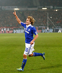 06.11.2011, AWD-Arena, Hannover, GER, 1.FBL, Hannover 96 vs FC Schalke 04, im Bild  Teemu Pukki (Schalke #20) freut sich ueber seinen treffer zum 2 zu 2 .// during the match from GER, 1.FBL, Hannover 96 vs  FC Schalke 04 on 2011/11/06, AWD-Arena, Hannover, Germany. .EXPA Pictures © 2011, PhotoCredit: EXPA/ nph/  Schrader       ****** out of GER / CRO  / BEL ******