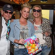 NLD/Volendam/20140626 - 100%NL magazine bestaat 5 jaar, Bridget Maasland met haar moeder en vader