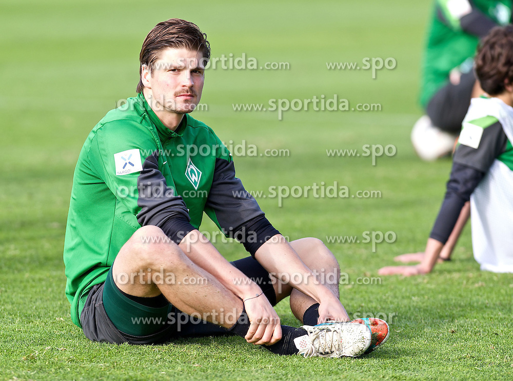 11.01.2014, Trainingsplatz, Jerez de la Frontera, ESP, 1. FBL, SV Werder Bremen, Trainingslager, im Bild Sebastian Prödl / Proedl (Bremen #15) beim Dehnen nach dem Training // Sebastian Prödl / Proedl (Bremen #15) beim Dehnen nach dem Training during Trainingsession of German Bundesliga Club SV Werder Bremen at Trainingsplatz in Jerez de la Frontera, Spain on 2014/01/11. EXPA Pictures © 2014, PhotoCredit: EXPA/ Andreas Gumz<br /> <br /> *****ATTENTION - OUT of GER*****