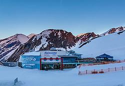THEMENBILD, das Alpincenter bei Sonnenuntergang, aufgenommen am 18.05.2017, Kitzsteinhorn, Kaprun, Österreich // The alpine center at sunset at the Kitzsteinhorn Glacier in Kaprun, Austria on 2017/05/18. EXPA Pictures © 2017, PhotoCredit: EXPA/ JFK