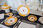 Openstelling Paleis Noordeinde en het Koninklijk Staldepartement<br /> <br /> Op de foto:  Koninklijk servies aangeboden door de Nederlanders in Engeland als huwelijksgeschenk aan Koningin Wilhelmina en Prins Hendrik.