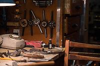 Рабочий стол в авиамодельной мастерской. Инструменты.