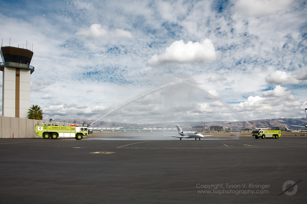 AOPA President Phil Boyer is treated to a retirement dousing upon landing at San Jose Mineta International Airport for the 2008 AOPA Convention.