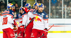 11.03.2016, Eisarena, Salzburg, AUT, EBEL, EC Red Bull Salzburg vs EC KAC, Viertelfinale, 7. Spiel, im Bild Torjubel Red Bulls nach dem 3:1 Treffer durch Ben Walter (EC Red Bull Salzburg) // during the Erste Bank Icehockey League 7th quarterfinal match between EC Red Bull Salzburg and EC KAC at the Eisarena in Salzburg, Austria on 2016/03/11. EXPA Pictures © 2016, PhotoCredit: EXPA/ JFK