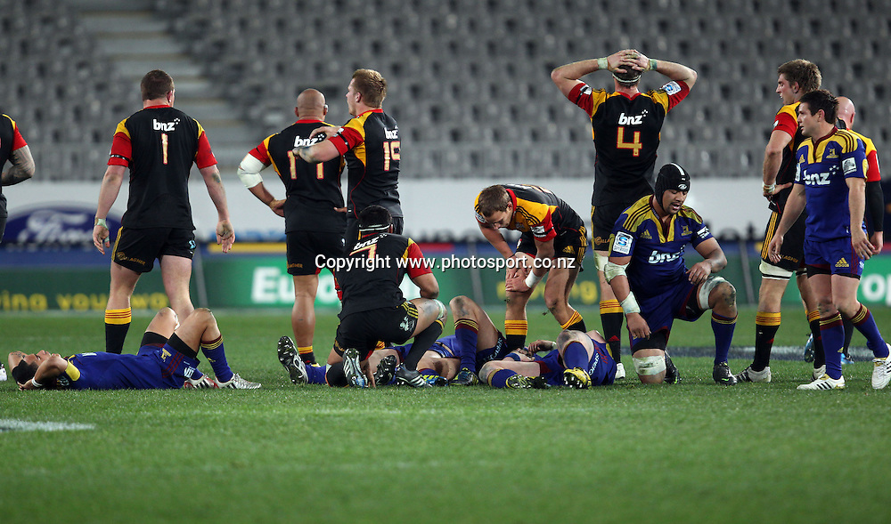A dejected Highlanders team after their loss to the Chiefs.<br /> Investec Super Rugby - Highlanders v Chiefs, 29 June 2012, Forsyth Barr Stadium, Dunedin, New Zealand.<br /> Photo: Rob Jefferies / photosport.co.nz
