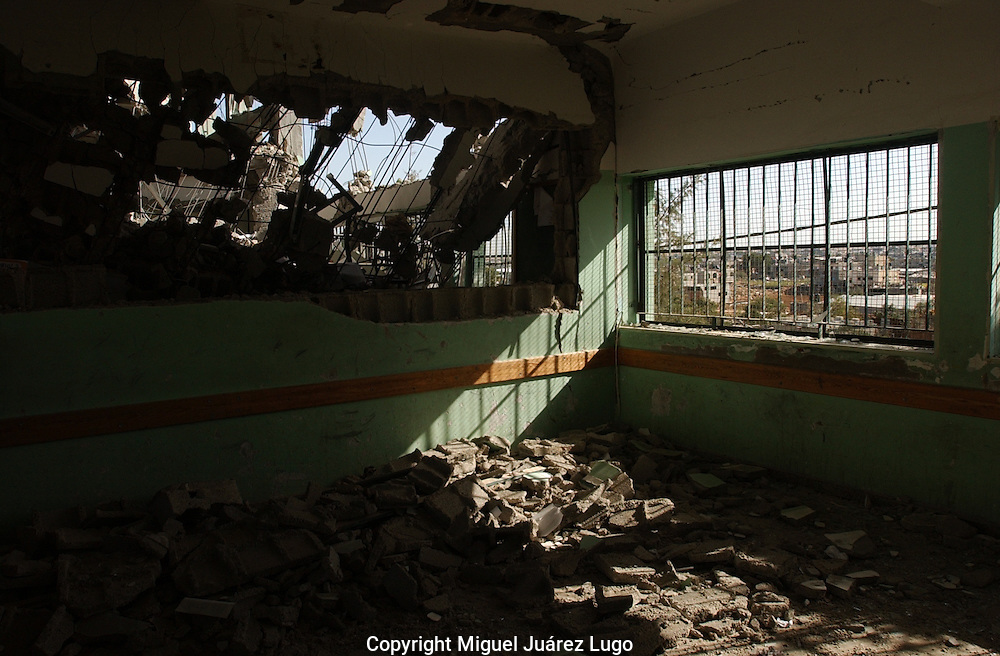 Al Atatra, Gaza.  The Al Atatra Elementary school in northern Gaza, lost half of the class rooms during the Israeli advance inside Gaza, during the 22 day devastating military campaign.  (PHOTO: MIGUEL JUAREZ)