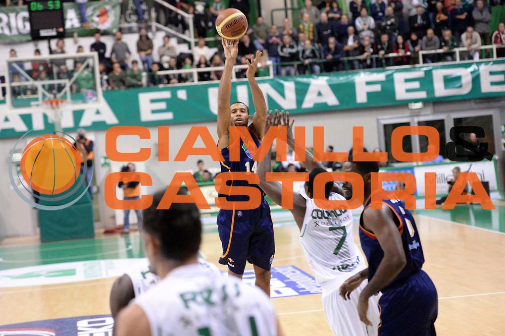 DESCRIZIONE : Siena Lega serie A 2013/14 Montepaschi Siena Acea Virtus Roma<br /> GIOCATORE : Quinton Hosley<br /> CATEGORIA : Three Points<br /> SQUADRA : Acea Virtus Roma<br /> EVENTO : Campionato Lega Serie A 2013-2014<br /> GARA : Montepaschi Siena Acea Virtus Roma<br /> DATA : 15/12/2013<br /> SPORT : Pallacanestro<br /> AUTORE : Agenzia Ciamillo-Castoria/GiulioCiamillo<br /> Galleria : Lega Seria A 2013-2014<br /> Fotonotizia : Siena Lega serie A 2013/14 Montepaschi Siena Acea Virtus Roma<br /> Predefinita :