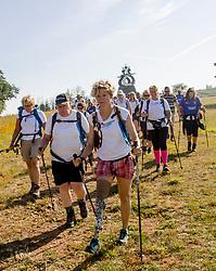 16-06-2017 NED: We hike to change diabetes day 6, Santiago de Compostela <br /> De laatste dag van Herrerias de Valcarce naar Santiago de Compastela. De laatste kilometers