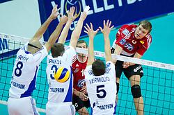 19.10.2011, Saint Petersburg, Kazan, RUS, 2012 CEV Volleyball Champions League, Vorrunde, Zenit Kazan (RUS) vs VfB Friedrichshafen (GER), im Bild William Reid Priddy (#8 Kazan RUS), Nikolay Apalikov (#3 Kazan RUS), Valerio Vermiglio (#5 Kazan RUS) - Oliver Venno (#8 VfB Friedrichshafen) // during the 2012 CEV Volleyball Champions League at Saint Petersburg, Kazan, RUS, Zenit Kazan (RUS) vs VfB Friedrichshafen (GER), 2011-10-19. EXPA Pictures © 2011, PhotoCredit: EXPA/ nph/  Kurth       ****** out of GER / CRO  / BEL ******