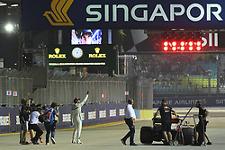 2018?9?15? .??????——F1????????????????? -???????..9?15??????????????????????????????????2018????F1????????????????????????????????????????????????????????????????????? .??????????..Mercedes driver Lewis Hamilton (R4) of Britain drives in the qualifying session of the Formula One Singapore Grand Prix Night Race held at the Marina Bay Street Circuit on Sep 15, 2018. Today, Mercedes driver Lewis Hamilton grab pole position, followed by Red Bull driver Max Verstappen in second position and Ferrari driver Sebastian Vettel in third position at the qualifying session..By Xinhua, Then Chih Wey..????????????2018?9?15? (Credit Image: © Then Chih Wey/Xinhua via ZUMA Wire)