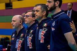06-04-2017 NED:  CEV U18 Europees Kampioenschap vrouwen dag 5, Arnhem<br /> Nederland verliest met 3-1 van Italie en speelt voor de plaatsen 5-8 / Coaches Italie