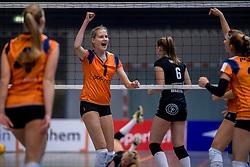 22-10-2016 NED: TT Papendal/Arnhem - Coolen Alterno, Arnhem<br /> Alterno heeft haar eerste overwinning binnen in de eredivisie. Na twee nederlagen schreef de Apeldoornse ploeg zaterdagmiddag in Valkenhuizen een 0-3 zege bij / Eline Geerdink #1 of Talent Team