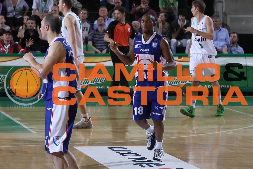 DESCRIZIONE : Treviso Lega A 2010-11 Benetton Treviso Bennet Cantu<br /> GIOCATORE : Jonathan Tabu<br /> SQUADRA : Benetton Treviso Bennet Cantu<br /> EVENTO : Campionato Lega A 2010-2011 <br /> GARA : Benetton Treviso Bennet Cantu<br /> DATA : 12/05/2011<br /> CATEGORIA : Esultanza<br /> SPORT : Pallacanestro <br /> AUTORE : Agenzia Ciamillo-Castoria/G.Contessa<br /> Galleria : Lega Basket A 2010-2011 <br /> Fotonotizia : Treviso Lega A 2010-11 Benetton Treviso Bennet Cantu<br /> Predfinita :