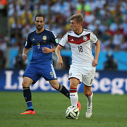 13.07.2014, Maracana, Rio de Janeiro, BRA, FIFA WM, Deutschland vs Argentinien, Finale, im Bild vl. Gonzalo Higuain (ARG) und Toni Kroos (GER) // during Final match between Germany and Argentina of the FIFA Worldcup Brazil 2014 at the Maracana in Rio de Janeiro, Brazil on 2014/07/13. EXPA Pictures © 2014, PhotoCredit: EXPA/ Eibner-Pressefoto/ Cezaro<br /> <br /> *****ATTENTION - OUT of GER*****