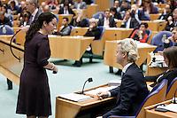 Nederland. Den Haag, 26 oktober 2010.<br /> De Tweede Kamer debatteert over de regeringsverklaring van het kabinet Rutte.<br /> GroenLinks fractievoorzitter Femke Halsema overlegt met PVV leider Geert Wilders. Groen Links<br /> Kabinet Rutte, regeringsverklaring, tweede kamer, politiek, democratie. regeerakkoord, gedoogsteun, minderheidskabinet, eerste kabinet Rutte, Rutte1, Rutte I, debat, parlement<br /> Foto Martijn Beekman