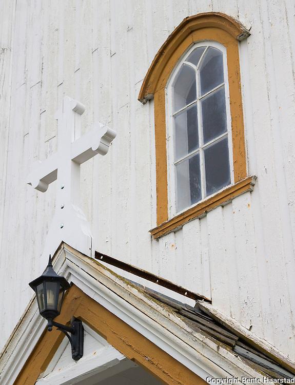 Beitstad kirke (tidligere Solberg kirke), en langkirke fra 1869 p&aring; Utvik i Beitstad prestegjeld i Steinkjer kommune, Nord-Tr&oslash;ndelag. Arkitekt Jacob Wilhelm Nordan. Den er bygd etter kirkedepartementets tegninger og har 700 sitteplasser, samt galleri. Kirkas originale altertavle og prekestol ble laget i 1869 av svensken Johannes Edler. Omfattende rehabilitert i 1932. Korbuen og vinduene ble gjort rettvinklet, skr&aring;b&aring;ndene under taket ble dekket med balusterrekker, stolene fikk nye vanger og hel rygg og kirka ble oppmalt. Ansvarlig for rehabiliteringen var arkitekt Roar T&oslash;nseth, Trondheim. I forbindelse med 125-&aring;rsjubileet i 1994 ble det ogs&aring; gjort noen interi&oslash;rmessige forandringer. V&aring;penhuset ble utsmykket med bilder og gjenstander fra gammelkirka. Altersteinen ble hevet slik at den ble mer synlig. Alterringen fikk tilbake portene p&aring; sidene. Svenske laget altertavla<br /> Etter mye diskusjon vedtok kommunestyret i 1863 at ny kirke skulle bygges p&aring; Utvik. I 1867 ble t&oslash;mmer, murstein og framkj&oslash;ring utlignet etter matrikkelsskylden. Tomta ble klargjort som pliktarbeid av alle arbeidsf&oslash;re menn i sognet. Matheus Holder utf&oslash;rte grunnarbeidet, og Rasmus Overrein ledet t&oslash;mrer- og snekkerarbeidet. Kirka ble t&oslash;mret sommeren 1868, og innredet i 1868/69. Johannes Edler laget altertavle og prekestol. Kirka ble ferdig sommeren 1869, og innviet den 19. september 1869. Kirka fikk orgel i 1883.