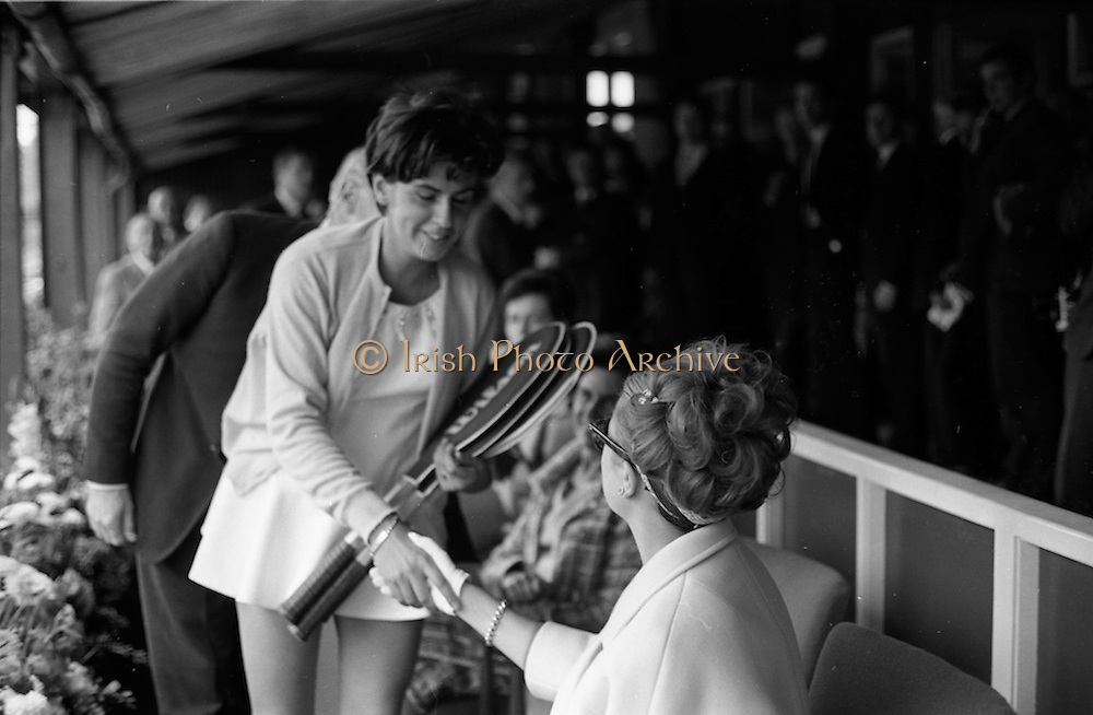 07/07/1965<br /> 07/07/1965<br /> 07 July 1965<br /> Princess Grace of Monaco at the Irish Open Tennis Championships at Fitzwilliam Lawn tennis club, Appian Way, Dublin. Maria Buano (Brazil) is introduced to Princess Grace after winning her singles match against Lorna Crosley (Ireland) in the Irish Open Tennis Championships.