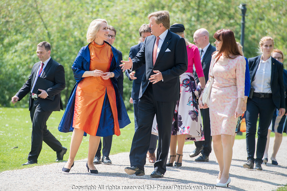 Werkbezoek van  Koning Willem Alexander en  Koningin Maxima aan de Duitse deelstaten<br /> Mecklenburg-Voor-Pommeren en Brandenburg.<br /> <br /> Working visit by King Willem Alexander and Queen Maxima to the German states of Mecklenburg-Western Pomerania and Brandenburg.<br /> <br /> Op de foto / On the photo: Aankomst bij Staatskanselarij en begroeting door minister-president Schwesig met echtgenoot // Arrival at State Chancellery and greeting by Prime Minister Schwesig with husband
