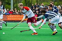 ALMERE - Hockey - Hoofdklasse competitie heren.ALMERE-HDM (4-2).  Erwin Kruisbrink (Almere) met Martijn Dolman (HDM) . HDM degradeert.  COPYRIGHT KOEN SUYK