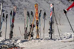 25-01-2017 AUT: BvdGF wintersportkamp dag 1, Obertauern<br /> Het 7de jaar wintersportkamp van de BvdGF is verhuisd naar Obertauern. Prachtige pistes, geweldig jeugdhotel en fantastisch weer maakt er weer een onvergetelijk kamp van / Omgeving Obertauern, ski's en stokken item
