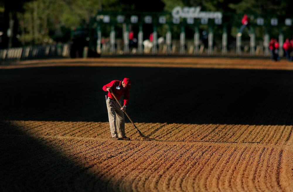 Arkansas Democrat-Gazette/BENJAMIN KRAIN 4-12-08<br /> A loader at Oaklawn brushed the track before the running of the Arkansas Derby Staurday.